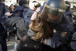 Violència policial contra els estudiants de València durant la protesta de la setmana passada