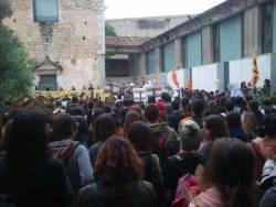 Concentració davant del rectorat de la UdG