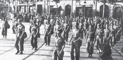 http://www.llibertat.cat/2013/12/1-juny-1937-soldats-batall-bruch-barcelona-abans-b.-ebre-71324.jpg