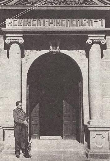 http://www.llibertat.cat/2013/12/caserna-regiment-pirinenc-rev.-cronica-11-4-1937-71319.jpg