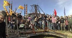 El 7 de març de 2009  (pocs dies després de l'últim sabotatge) es van concentrar més d'un centenar de persones sobre les restes de la tanca