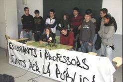 Estudiants de l'IES Alella presenten les seves reivindicacions