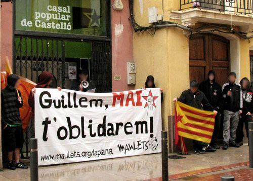 La pluja aigualeix la commemoració de l'assassinat de Guillem Agulló a Castelló
